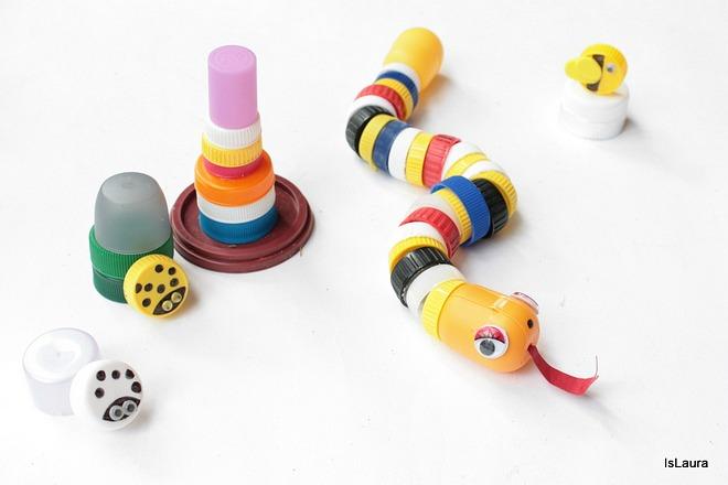 serpente-con-i-tappi-di-plastica