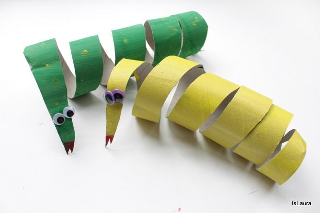 come-fare-un-serpente-da-un-tubo-della-carta-igienica