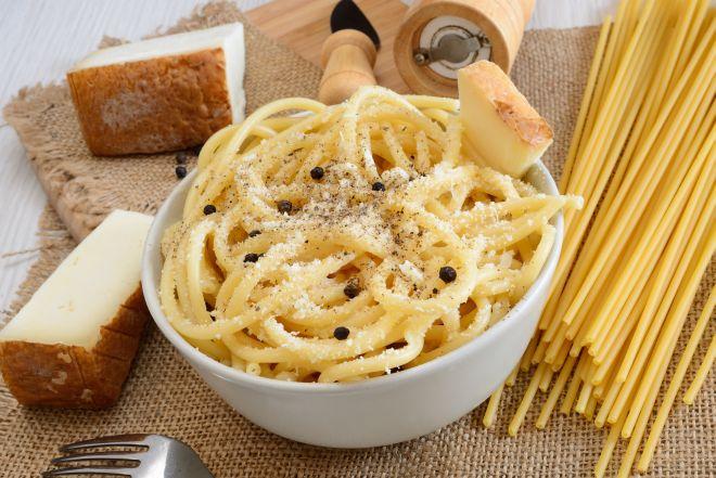 ricette-tradizionali-laziali-bucatini-cacio-e-pepe