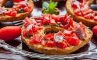 ricette-tradizionali-pugliesi-friselle-pomodori-e-acciughe