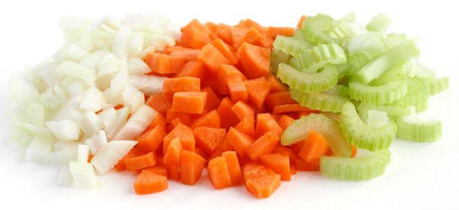 come-fare-soffritto-carote-sedano-cipolla