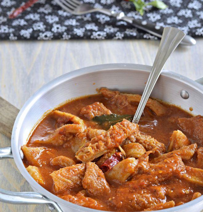 ricetta-tipica-toscana-italiana-trippa-alla-fiorentina-sugo-pomodoro