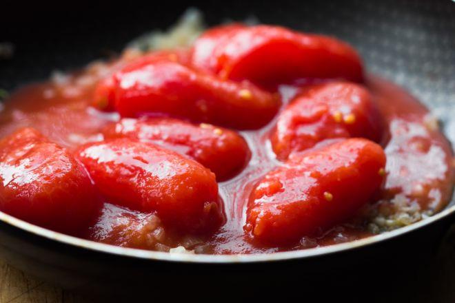 ricette-base-come-si-cucina-il-sugo-di-pomodoro