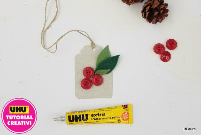 bigliettino-di-Natale-con-cartoncino-bottoni-e-feltro