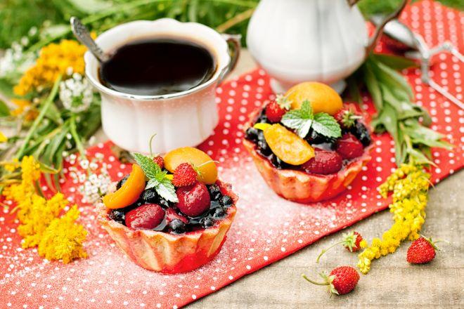 tortine-estive-facilissime-con-ricotta-marmellata-frutti-di-bosco