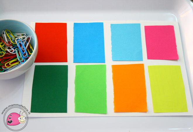 montessori-attivita-vita-pratica-motricita-fine-appaiamenti-di-colore-con-clips