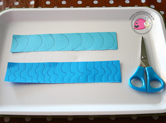 montessori-attivita-vita-pratica-motricita-fine-imparare-ad-usare-le-forbici-ritagliare