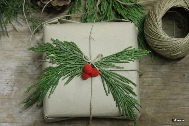pacco-regalo-con-pungitopo