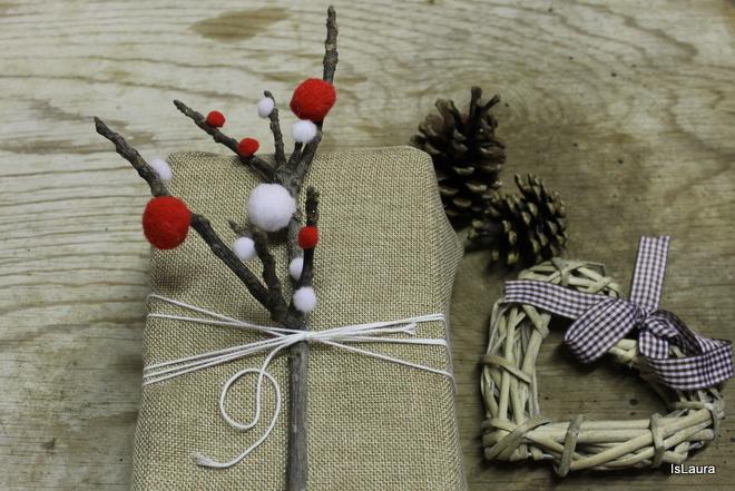 Favorito Come fare un pacco regalo con legnetti e pompon | Mamma Felice FJ16