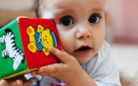 tappe-sviluppo-bambino-neonato-11-mesi