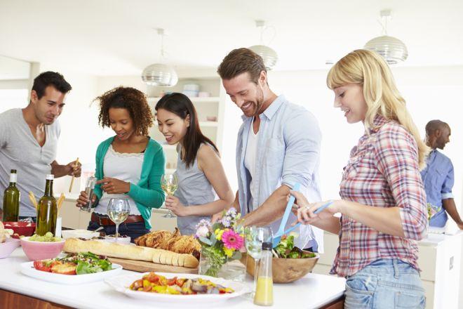 galateo-per-mangiare-cena-organizzare-buffet