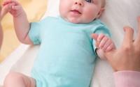 sviluppo-multisensoriale-neonato-massaggio