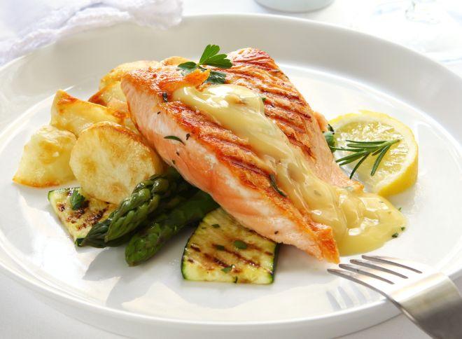 cena-raffinata-elegante-salmone-verdure