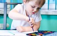 materiali-creativi-in-stile-montessori-per-bambini-colle-nastri