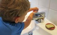 rituale-lavarsi-le-mani-bambini-metodo-montessori