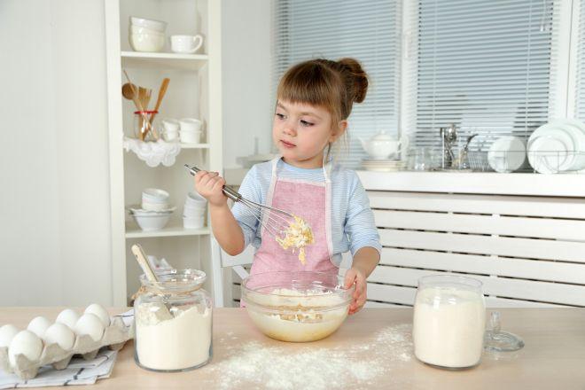attivita-manipolazione-cucina-montessori-bambini2-3-anni