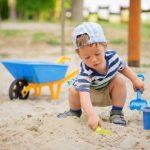 Montessori: giocare con acqua e sabbia