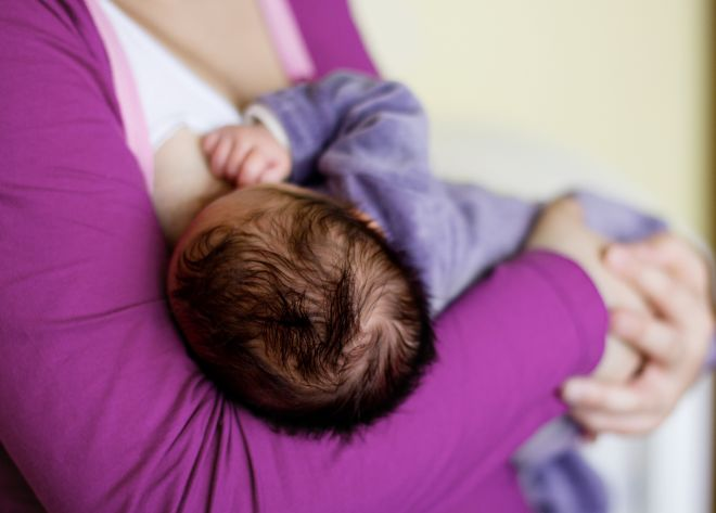 allattamento-seno-golden-hour