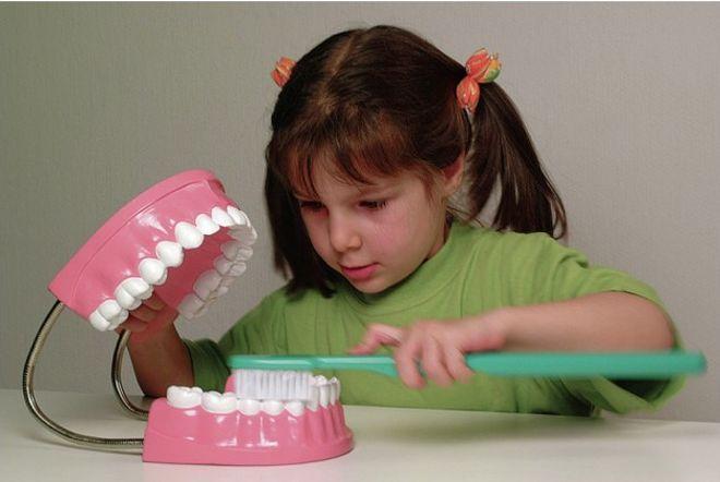 come-lavarsi-denti-montessori