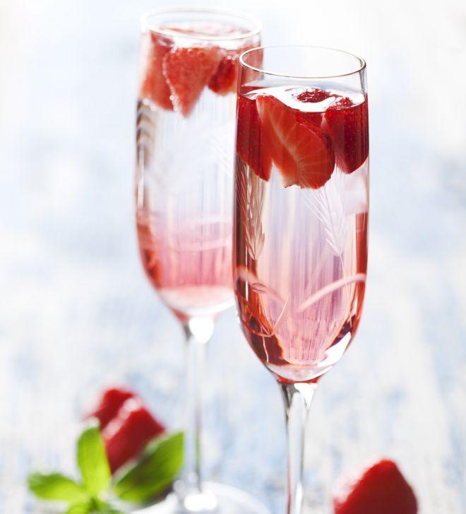 capodanno-aperitivi-stuzzichini-aperitivo-prosecco-fragole-melograno-sambuco