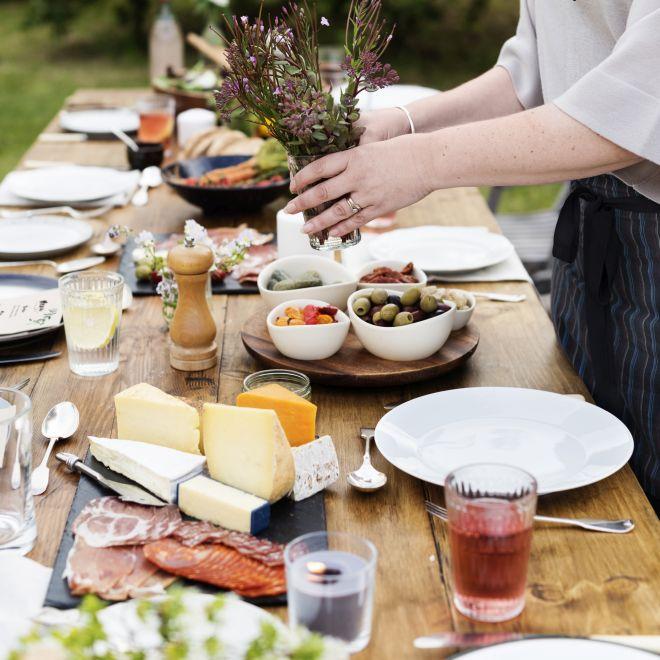 apericena-aperitivo-aperto-giardino-gazebo-buffet