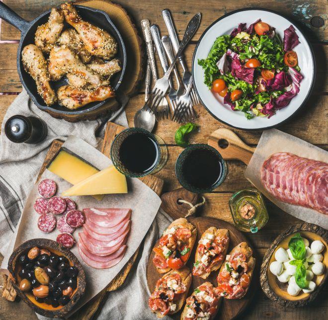 apericena-aperitivo-rustico-vini-bevande-menu-buffet-ricette