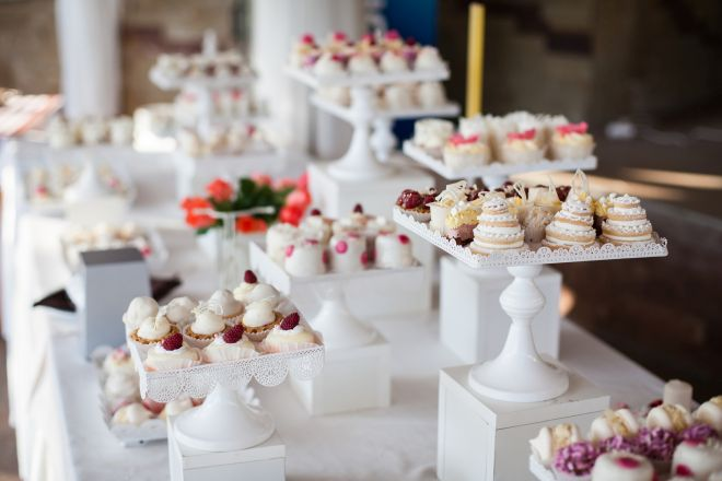 apericena-aperitivo-tavolo-buffet-dolci