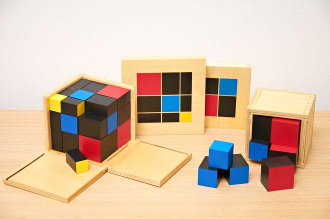 materiali-montessori-cubo-binomio-trinomio
