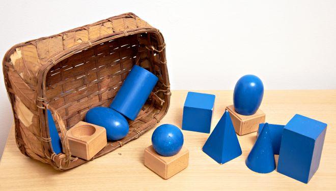 materiali-montessori-solidi-geometrici