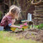 Giocare all'aperto con il Metodo Montessori