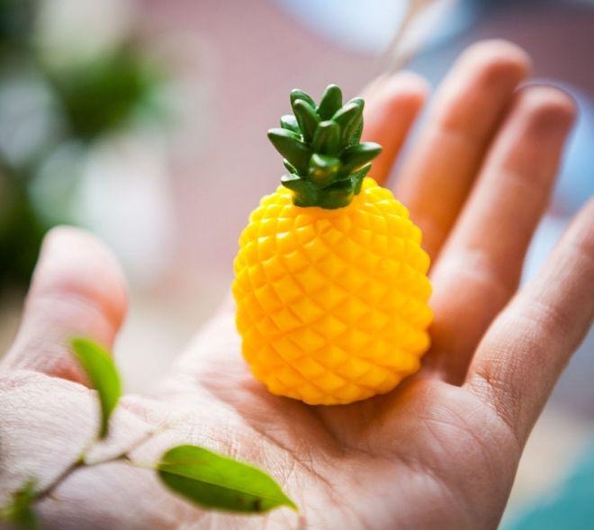 regalo-festa-mamma-balsamo-labbra-ananas-cocco-lucidalabbra