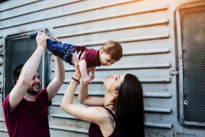educare-alla-felicita-bambini-genitori-montessori