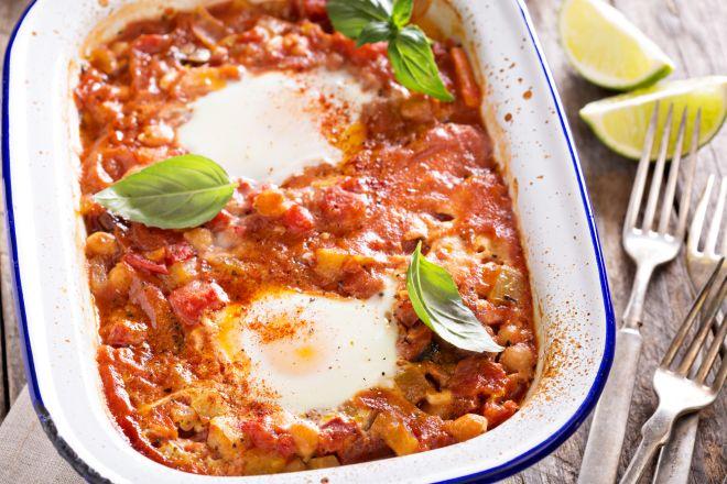 ricette-per-cena_ceci-pomodoro-uova-forno