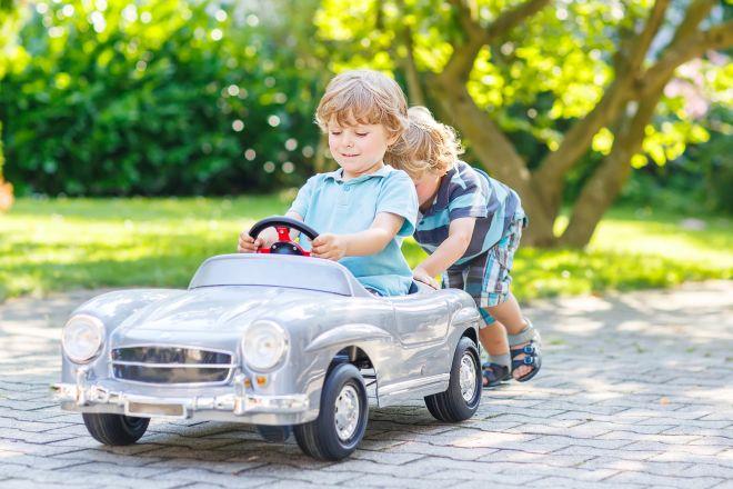 bambini-dimenticati-in-auto-caldo-estate-prevenzione