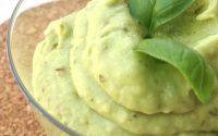 Pesto-di-avocado-zucchine-e-basilico