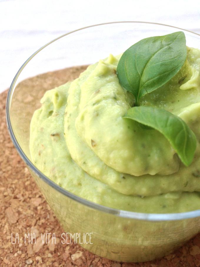 Pesto light di avocado zucchine e basilico