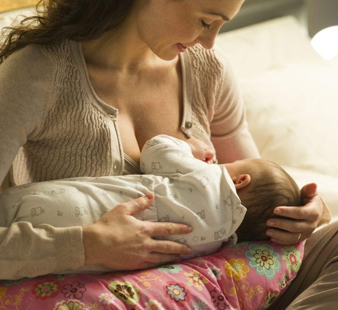 cuscino-allattamento-utilizzi-gravidanza-neonati-schiena-postura