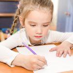 Come aiutare i bambini a scrivere bene con il Metodo Montessori