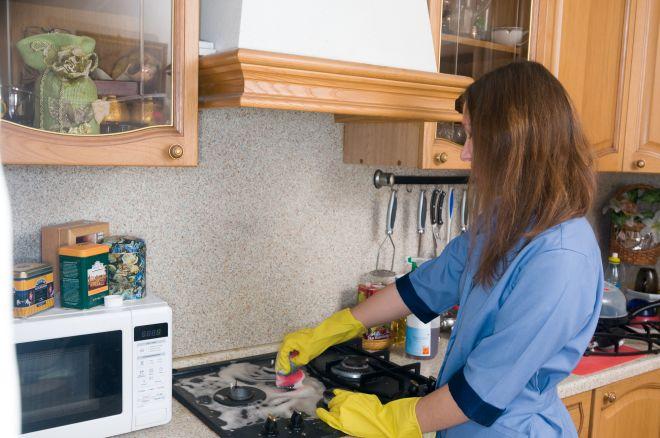 Come pulire i fornelli incrostati