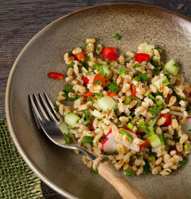 idee-ricette-pranzo-al-sacco-freddo-centro-estivo-estate-ragazzi_insalata-farro-verdure