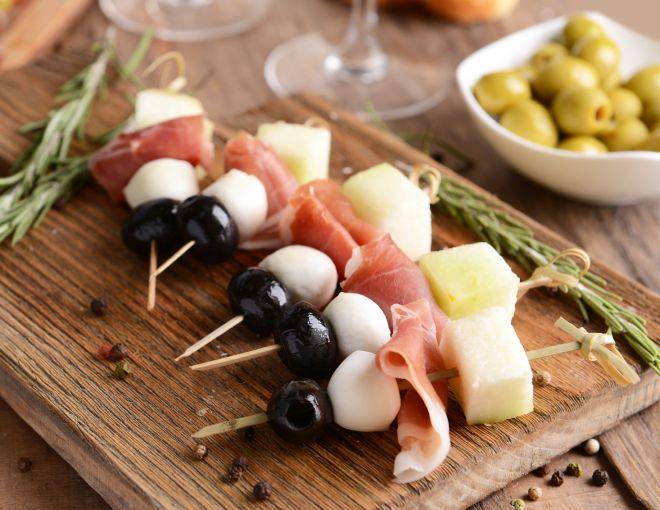 idee-ricette-pranzo-al-sacco-freddo-centro-estivo-estate-ragazzi_spiedini-frutta-formaggio