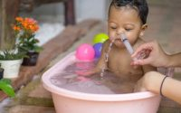 importanza-lavaggio-nasale-neonati-bambini-per-sviluppo-linguaggio