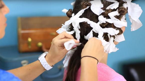 Come fare i ricci in stile afro con pezzi di stoffa