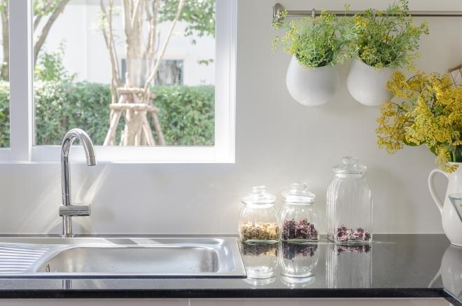 come-pulire-lucidare-bene-acciaio-cucina-bagno