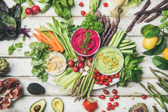 che-spesa-fare-per-non-cucinare-ricette_hummus-con-pinzimonio-verdure