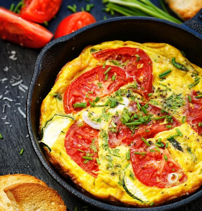 ricette-pranzo-ferragosto-menu-estate_frittata-pomodori-zucchine