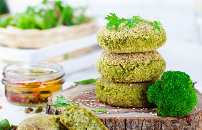 ricette-vegetariane-secondi-piatti_burger-broccoli-patate-quinoa