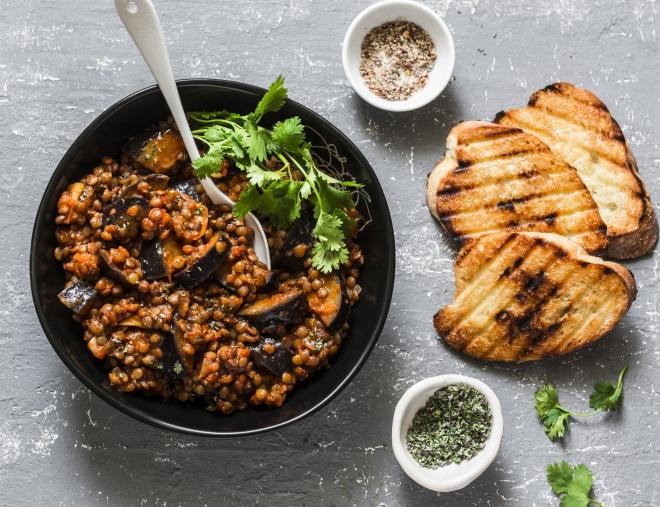 ricette-vegetariane-secondi-piatti_melanzane-lenticchie-pomodoro