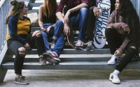 soltudine-ragazzi-medie-adolescenti