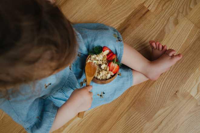 come-prendersi-cura-di-un-neonato-secondo-il-metodo-montessori-guida-completa_mammafelice